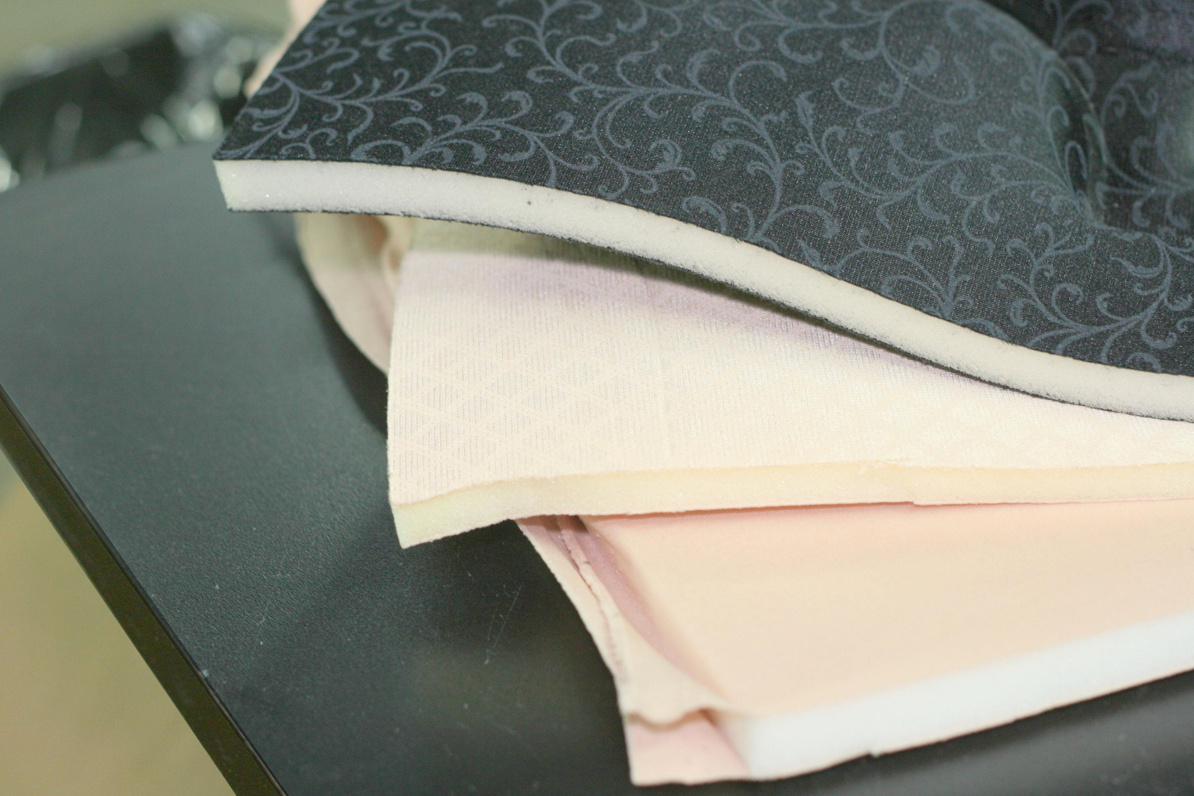 Tissu laminé sur une mousse de 1/2 pouce servant pour le moulage de soustien-gorge